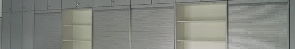 Wandschrank mit Rollläden
