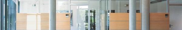 Raumtrennwand mit akustik Paneelen