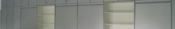 Schrankwand mit Rollläden